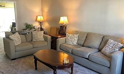 Living Room, 133 Creekside Ct, 1