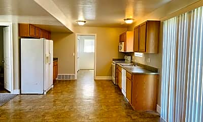 Kitchen, 1460 Heather Ln, 1