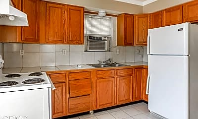 Kitchen, 301 E Robert St, 1