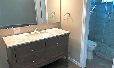 Bathroom, 5020 Atlanta Ave, 2
