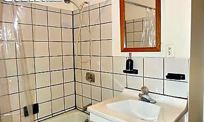 Bathroom, 309 W 14th St, 2