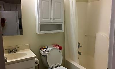 Bathroom, 714 Broad St, 2