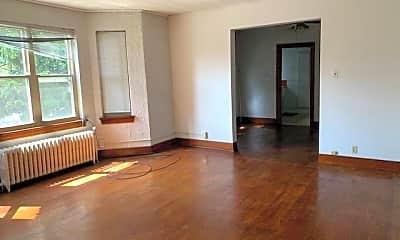 Living Room, 304 Thoburn St 9, 1
