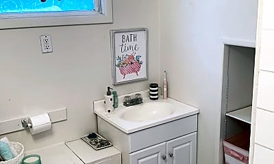 Bathroom, 533 Stoddard Ave, 2