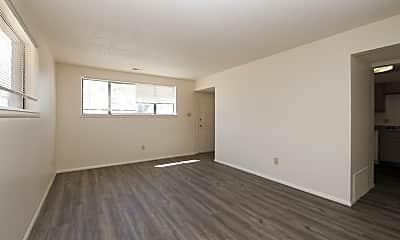 Living Room, 1041 Ponderosa Way, 1
