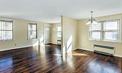Living Room, 324 W Chester St 1, 1