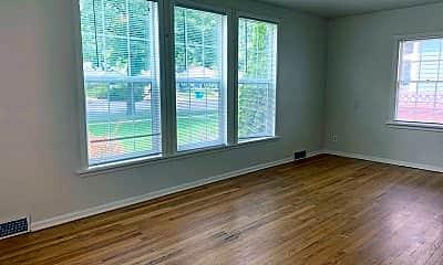 Living Room, 526 S Whitcomb St, 2