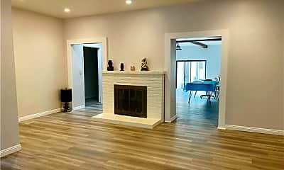 Living Room, 5519 Ventura Canyon Ave, 2