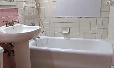 Bathroom, 2119 7th St, 2
