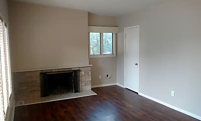 Living Room, 433 W Roosevelt St, 1