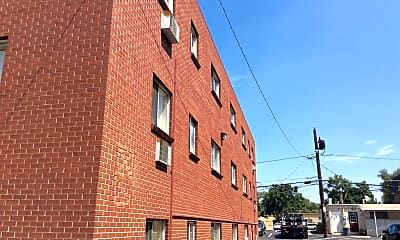 The Stapleton Apartment, 2