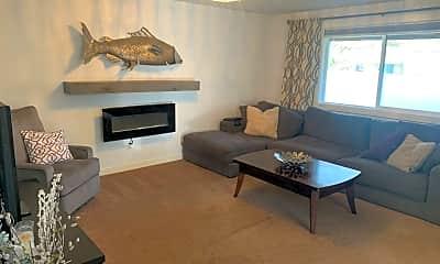 Living Room, 112 Pinehurst Ct, 1