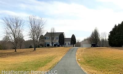82 Crown Manor Dr, 1