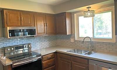 Kitchen, 521 Rolling Green Cir N, 1