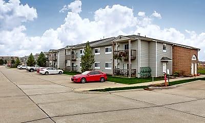 Building, Shady Lake Apartments, 2