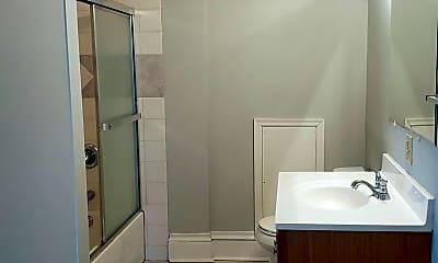 Bathroom, 1047 4th St E, 2