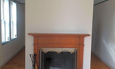 Living Room, 20 Essex St. D, 2