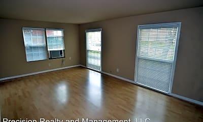 Living Room, 2431 Shakespeare St, 1