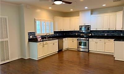 Kitchen, 909 S Gramercy Pl, 1