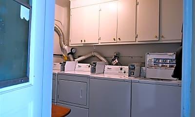 Kitchen, 101 S Palmway 7, 2