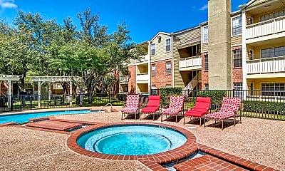 Pool, Wimbledon Oaks, 2