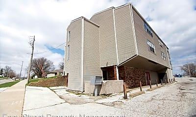 Building, 825 Devils Glen Rd, 0