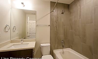 Bathroom, 1728 W Division St, 2