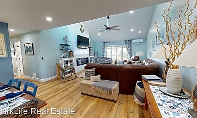 Living Room, 821 E Ave, 1