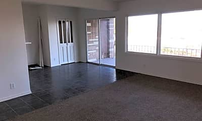 Living Room, 605 W Crest Dr, 1
