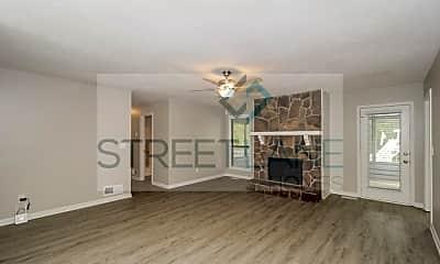Living Room, 1370 Glynn Oaks Dr SW, 1