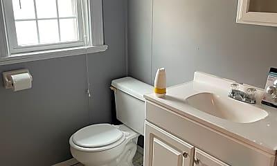 Bathroom, 111 S Keystone Ave, 2