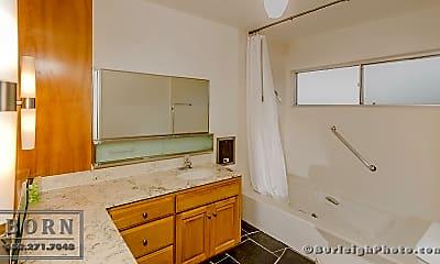 Bathroom, 81 Loma Rd, 2