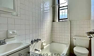 Bathroom, 7 Woodruff Ave, 2