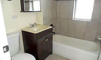 Bathroom, 6203 N Ravenswood Ave, 2