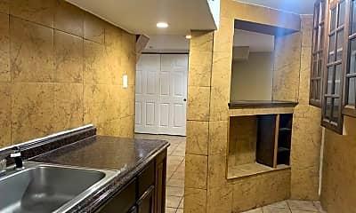 Bathroom, 3945 W Altgeld St, 2