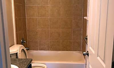 Bathroom, 400 Rosewood Ave, 2
