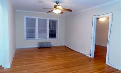 Living Room, 7516 N Hoyne Ave, 1