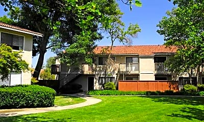 Oak Park Apartments, 1