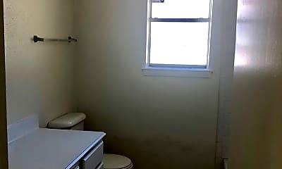 Bathroom, 2731 N Camden Pkwy, 2