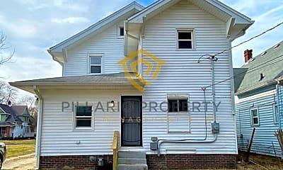 Building, 3655 N Kenwood Ave, 1