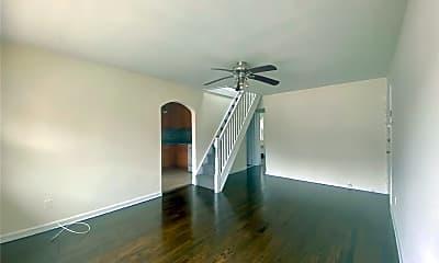 Living Room, 725 E Broadway 4, 1