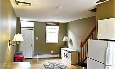 Living Room, 513 S Dallas St, 1