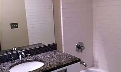 Bathroom, 1133 Metropolitan Ave 609, 2