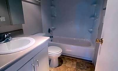 Bathroom, 1004 S Cloverdale St, 2