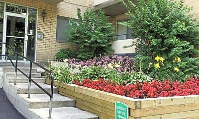Courtyard, Greenridge on Euclid, 1