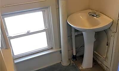 Bathroom, 615 N 6th St, 2