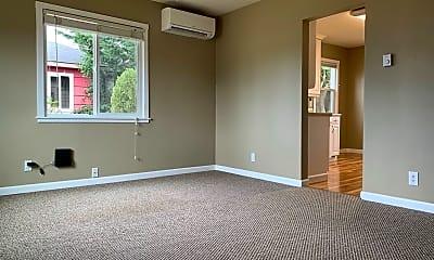 Bedroom, 635 S Hawthorne St, 1