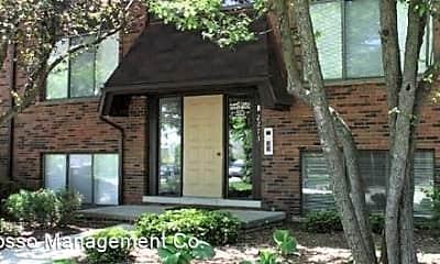 Building, 2233 E Maple Rd, 1