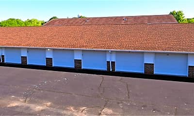 Building, 201 Robbins St, 1
