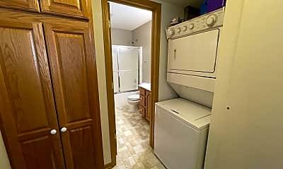 Bathroom, 610 N Norbeck St, 2